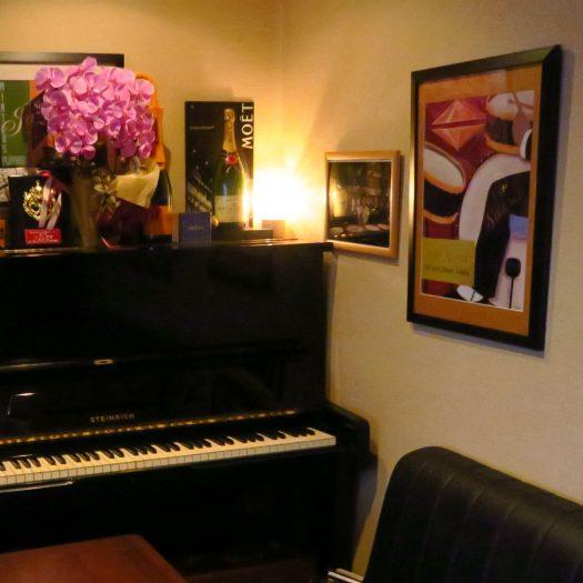 ボックス席のピアノ